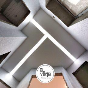 Натяжной потолок с парящими линиями