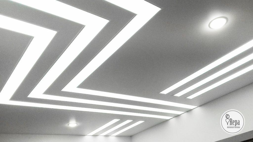 Белый натяжной потолок - это классика.