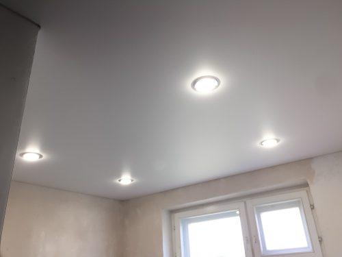 Какие светильники выбрать для натяжного потолка?