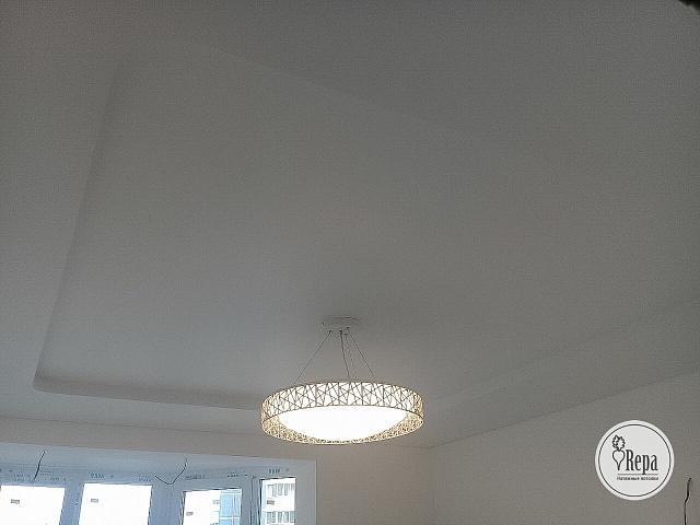 Какой натяжной потолок установить в спальне?