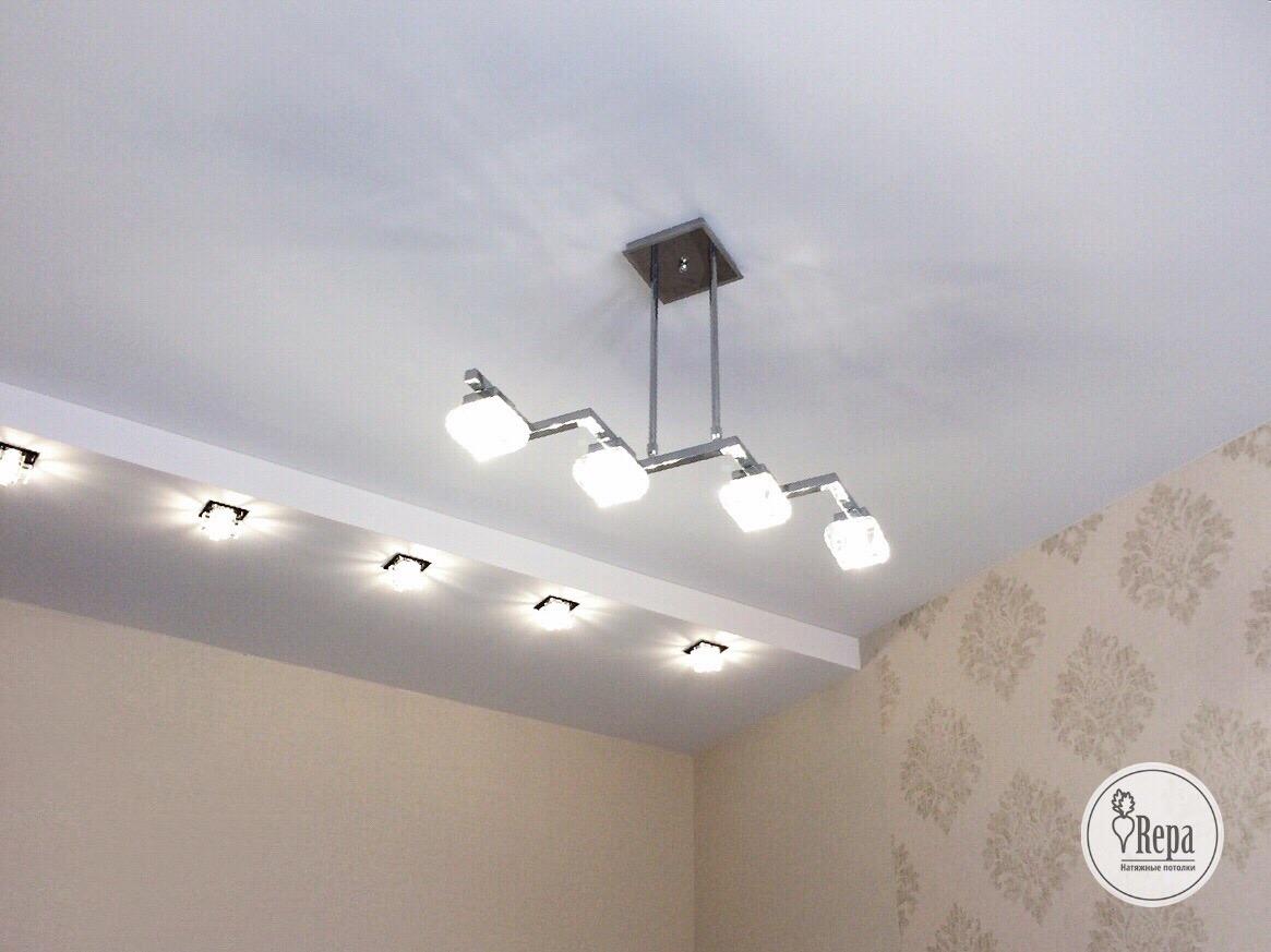Глянец, мат или сатин? Какие натяжные потолки купить в квартиру?