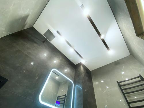 Натяжные потолки во всей квартире со скидкой до 5000 рублей и гарантией 10 лет откомпании «Репа».